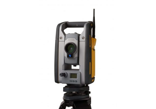 SPS930 Total Station studio 001-HR